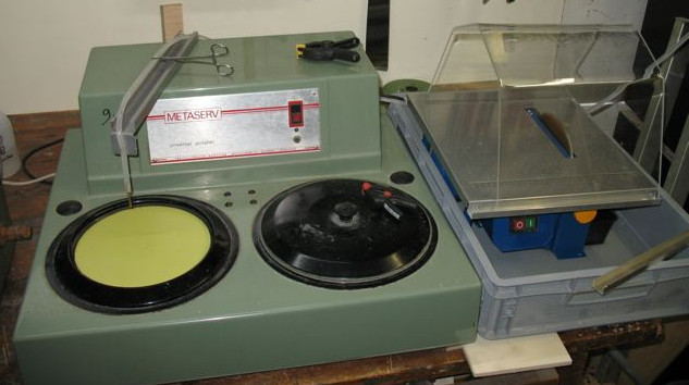 Image of sample grinder and circular diamond blade for cutting samples.